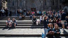 Turistas en la entrada de la Catedral de Barcelona (Foto: Getty)