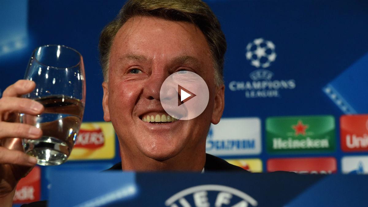 Louis van Gaal durante una rueda de prensa. (AFP)