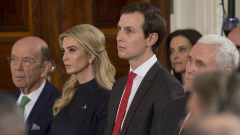 Ivanka Trump, hija del presidente de los EEUU Donald Trump, y su marido Jared Kushner, ambos consejeros en la Casa Blanca. Foto: AFP
