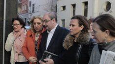 El presidente de Aragón, Javier Lambán, llegando a la sede socialista en Ferraz. Foto: OKD