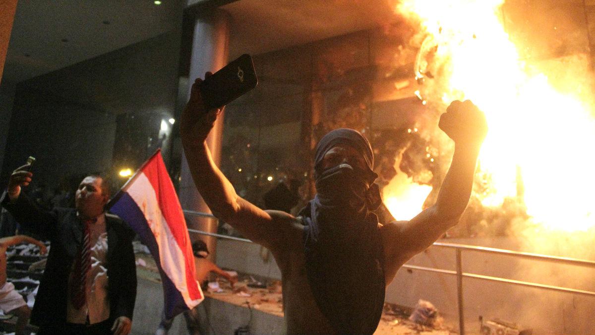 Imagen de los disturbios (Foto: AFP).