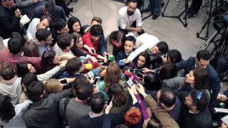 Susana Díaz responde a los periodistas a la salida del Comité Federal. (Fotos: Francisco Toledo)