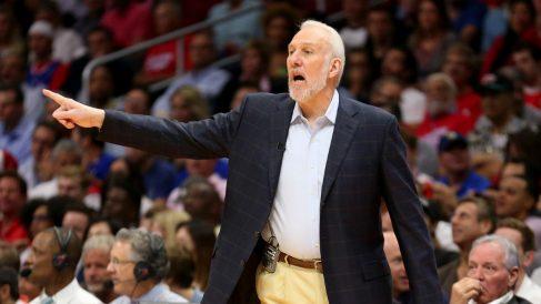 Popovich lleva al frente de los San Antonio Spurs más de dos décadas. (AFP)