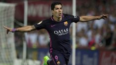 Luis Suárez celebra el primer gol del Barcelona. (AFP)