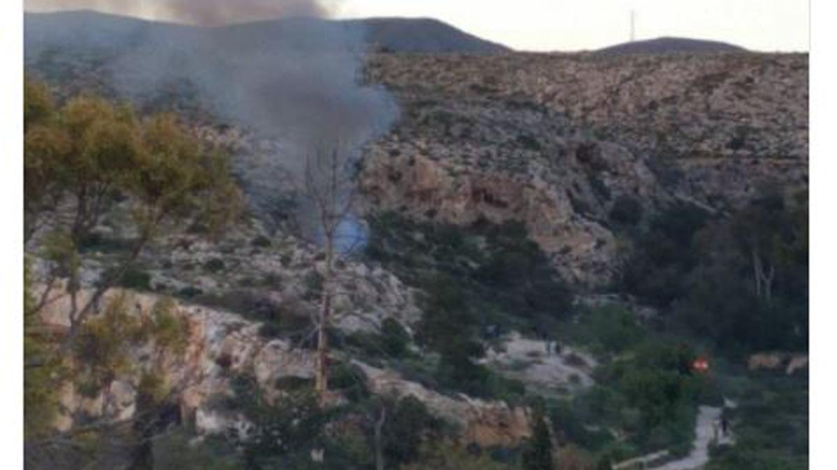 Incendio en una casa cueva de La Molineta, en Almería.