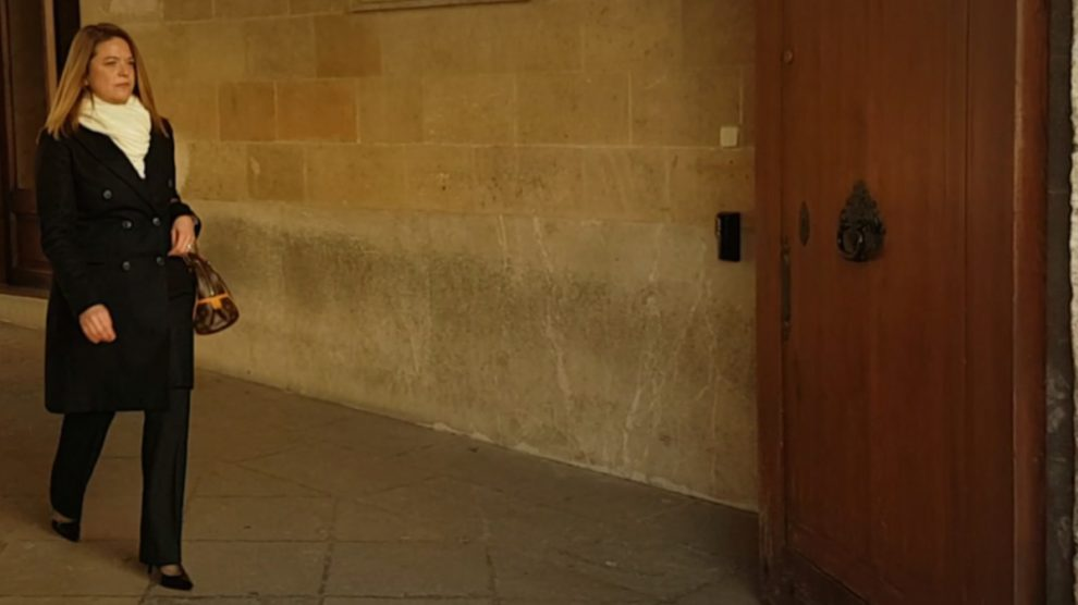 La magistrada Samantha Romero saliendo de la Audiencia Provincial de Palma (Foto: OKD).