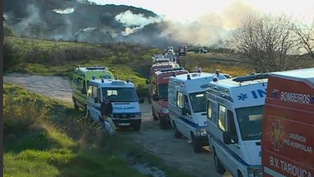 Servicios de emergencia acuden a la explosión en Portugal.