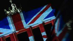 La Puerta de Brandeburgo iluminada con la bandera del Reino Unido tras el último atentado en Londres. (Foto: AFP)