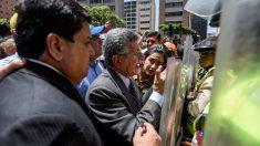 El ex presidente de la Asamblea Nacional venezolana, Henry Ramos Allup, en la protesta de la oposición (AFP)