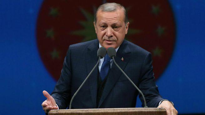 Erdogan acusa a EEUU de querer golpear a Turquía 'por la espalda'