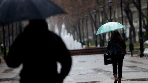 Personas con paraguas en un día de lluvia.