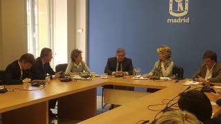 Leopoldo López padre junto a Esperanza Aguirre y sus concejales. (Foto: TW)