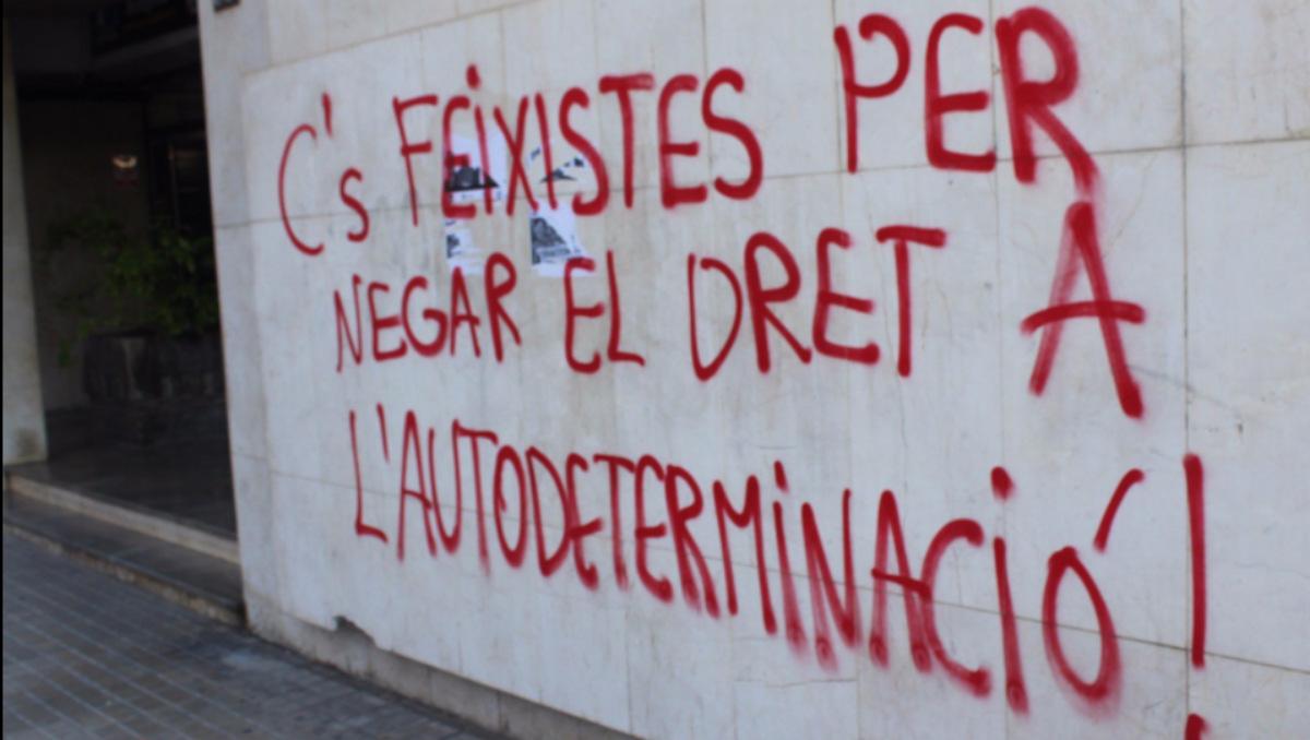 Actos vandálicos en la sede de Lérida de Ciudadanos (Foto:Twitter)