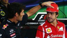 Mark Webber siente pena por la situación que está viviendo Fernando Alonso en McLaren, asegurando que el ser doblado carrera tras carrera tiene que ser muy duro. (Getty)