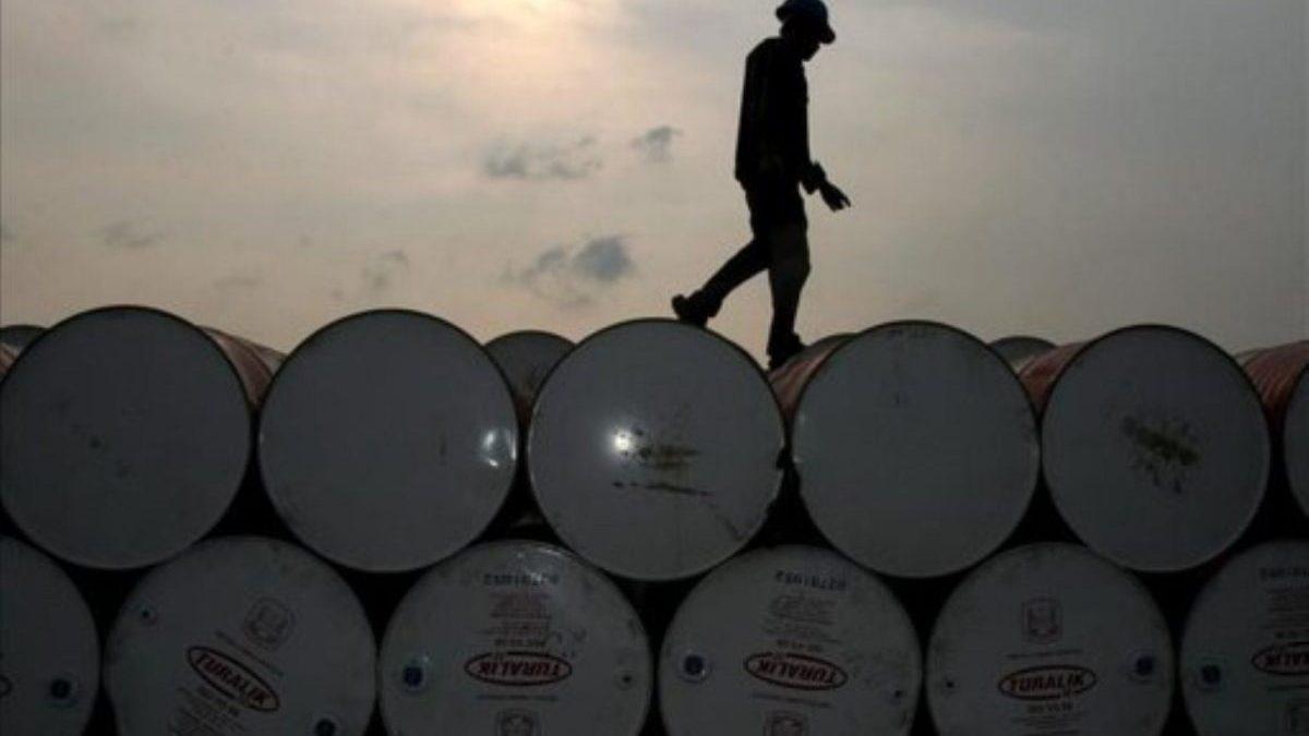 El barril de Brent recupera su precio prepandemia y supera los 60 dólares