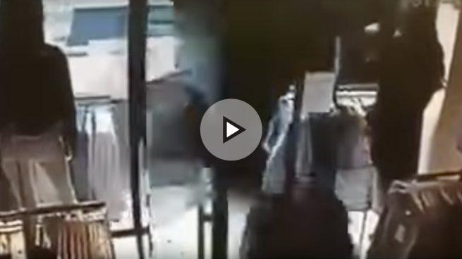 El vídeo del atentado de Estocolmo: el camión arrolla a la multitud a toda velocidad