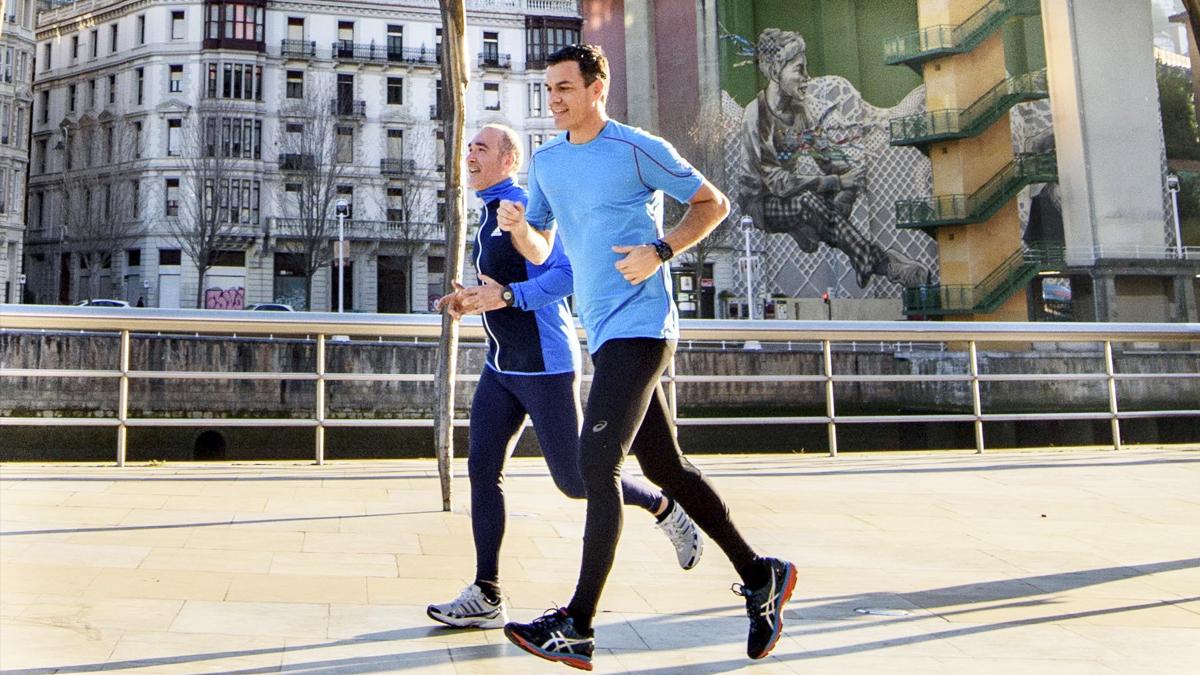 Pedro Sánchez corriendo por Bilbao en una imagen de archivo. (Foto: EFE)