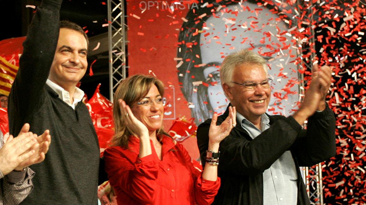 Zapatero, Carme Chacón y González en un acto en 2008 (Foto: AFP).