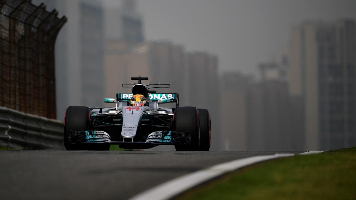 Hamilton vuela sobre el trazado chino. (Getty)