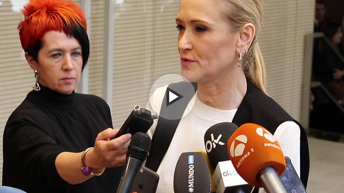 La presidenta de la Comunidad de Madrid, Cristina Cifuentes, rinde homenaje a Carme Chacón