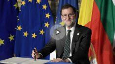 Mariano Rajoy firmando la nueva Declaración de Roma en el 60 aniversario de la UE. Foto: AFP