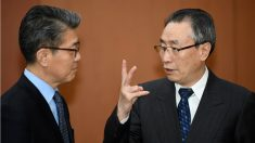 El representante chino para la península de Corea, Wu Dawei, y su homólogo surcoreano, KimHong-Kyun, acuerdan sanciones para Pyongyang si hay otra prueba nuclear. (AFP)