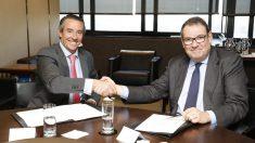 Firma entre CaixaBank y CEHAT.