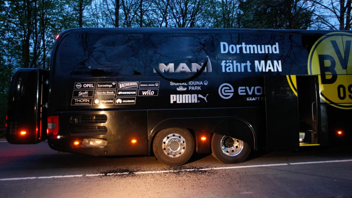 El autobús del Borussia Dortmund. (AFP)