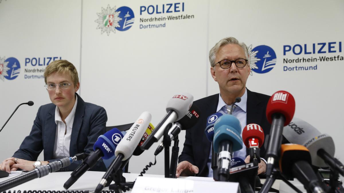 Gregor Lange, director de policía de Dortmund, en rueda de prensa. (AFP)