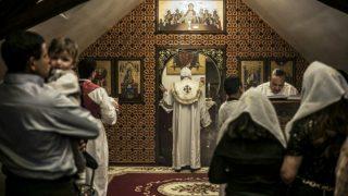 Miembros de la Iglesia copta de Egipto celebrando una misa en El Cairo. Foto: AFP
