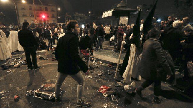 Condenan a 480 euros de multa a uno de los autores de los incidentes de la Madrugá sevillana