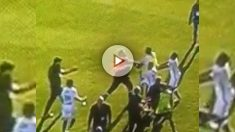 El miembro de seguridad del Bastia, en plena agresión contra los futbolistas del Lyon.