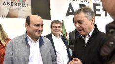Andoni Ortuzar e Íñigo Urkullu (Foto: Efe).