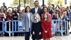 Los Reyes, sus hijas y Doña Sofía este domingo en Palma (Foto: Efe).