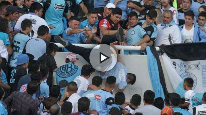 Ultras de Belgrano dejan en coma a un hombre al lanzarlo desde la grada alentados por el asesino de su hermano