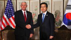Mike Pence y Hwang Kyo-Ahn. (Foto: AFP)