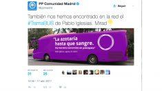 El tuit con el que el PP ha respondido a Podemos por su 'Tramabús' (Foto: Twitter)