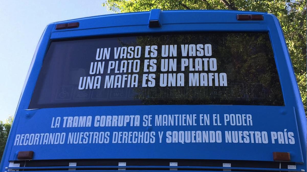 Trasera del bus de Podemos. (Foto: TW)