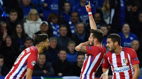 Los jugadores del Atlético celebran el gol de Saúl Ñíguez