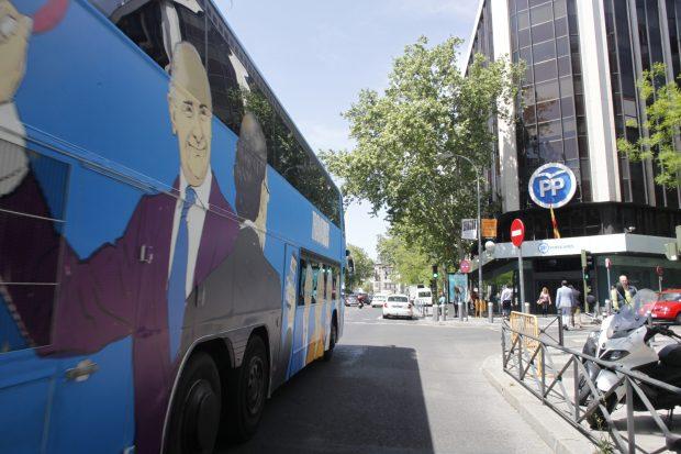 El odiobús a su paso por Génova (Foto: Chema Barroso)