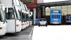 Autobús aparcado en Julgar