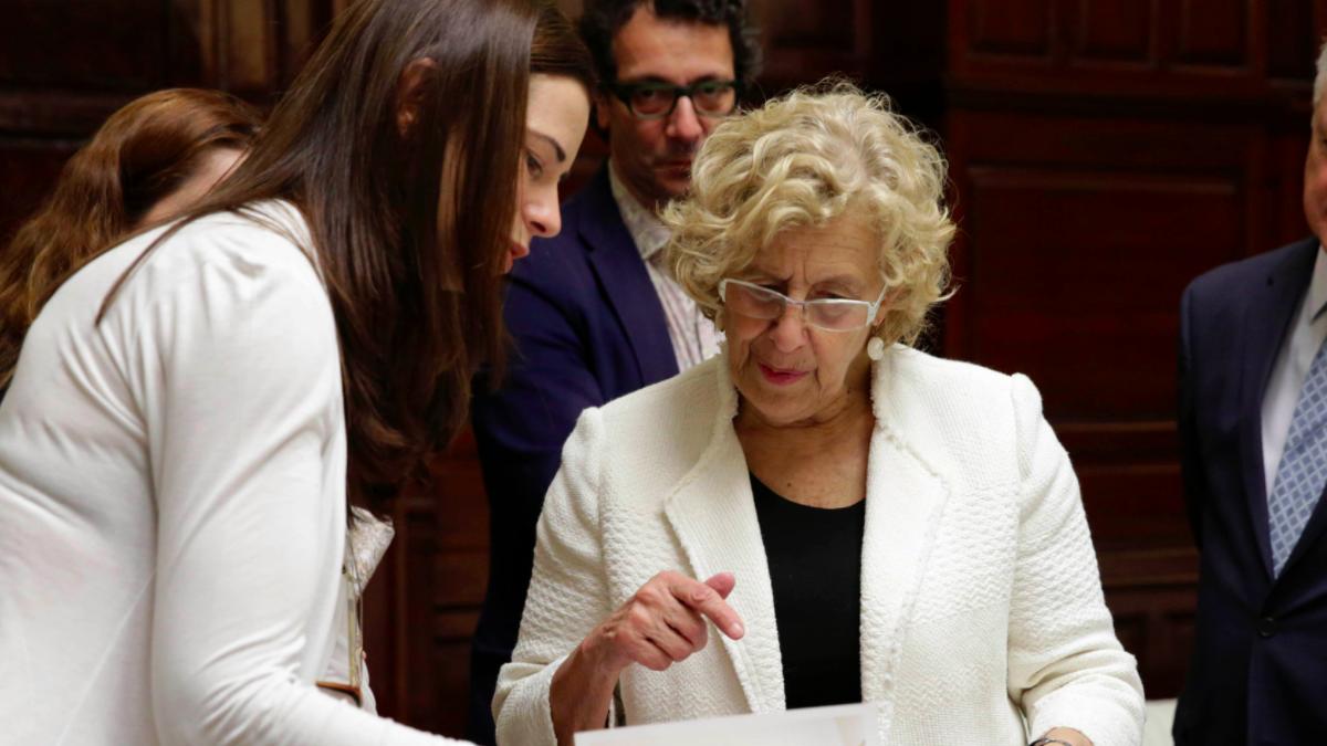 La alcaldesa de Madrid, Manuela Carmena, en el Palacio de Cibeles. (Foto: Madrid)