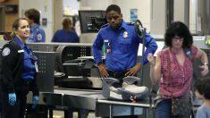 Viajeros en un aeropuerto de Estados Unidos (Foto: GETTY).