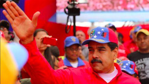 Nicolás Maduro saluda a sus seguidores en la marcha chavista.