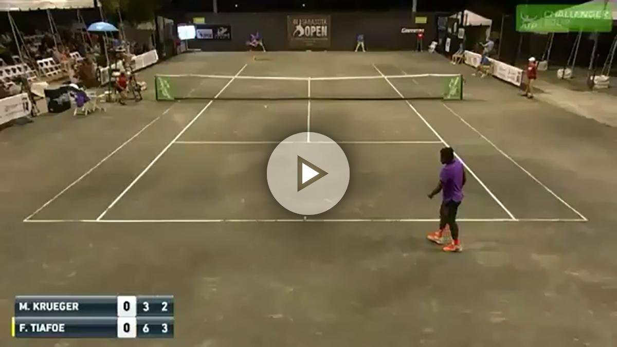 El partido de tenis, en el momento de ser interrumpido por los ruidos.