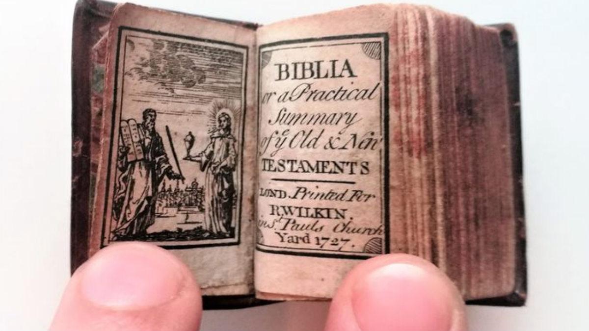 La Biblia más pequeña del mundo. Foto: Catawiki