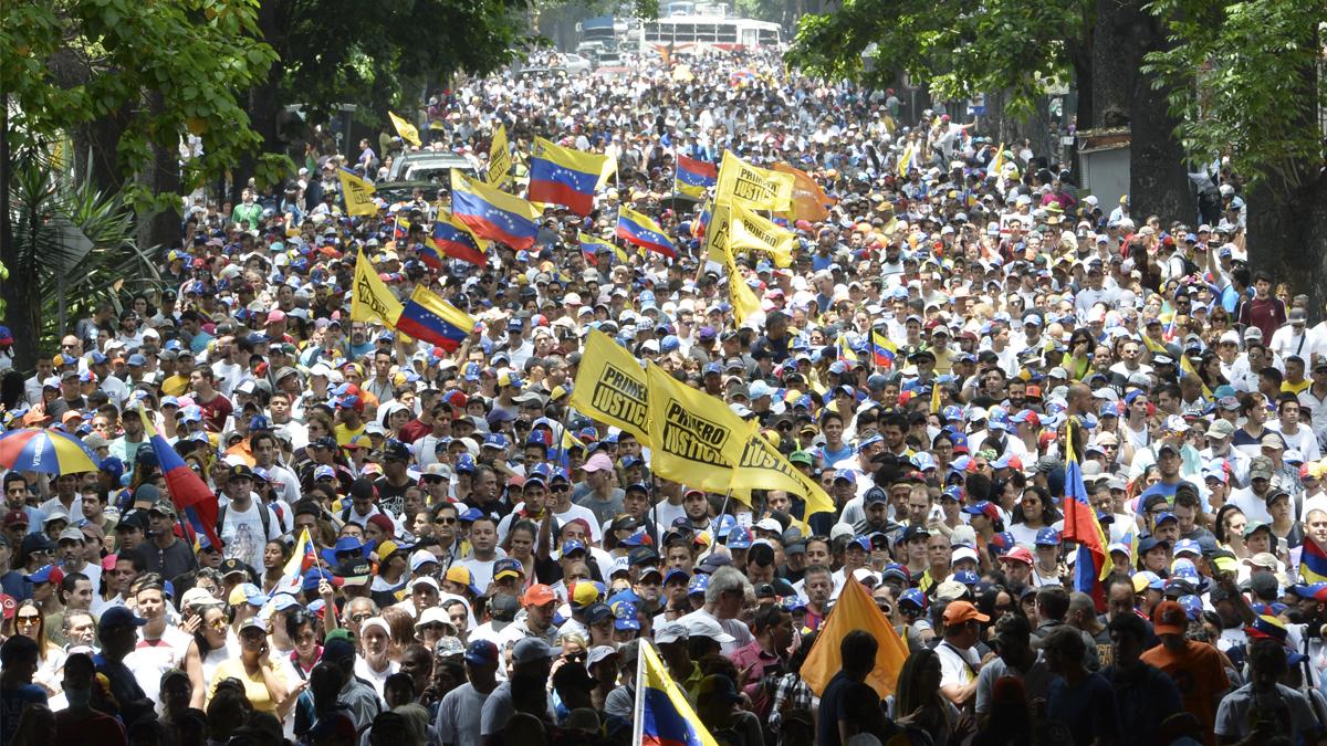 Masiva manifestación en Caracas contra Nicolás Maduro. (Foto: AFP)