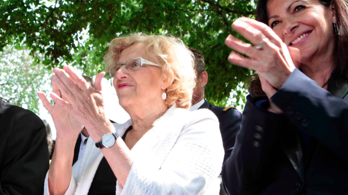 Manuela Carmena junto a Anne Hidalgo, alcaldesa de París. (Foto: Madrid)