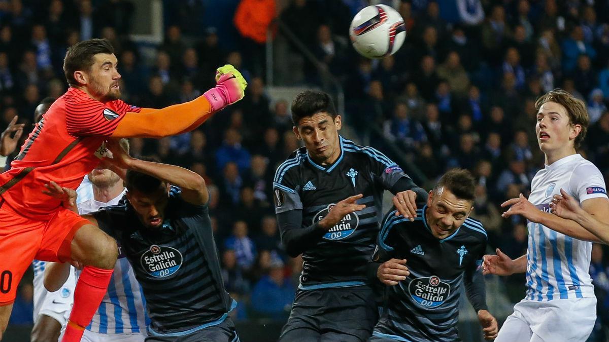 Una imagen del Genk-Celta. (AFP)