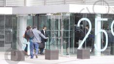 La UCO registra la sede de OHL. (Foto: Paco Toledo)